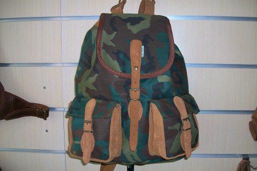 mochila de caza en camuflaje